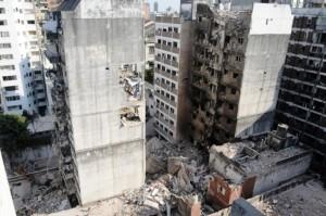 Buscan a once desaparecidos tras la explosión en Rosario