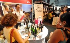 Mendoza llegó a Tecnópolis con festín de vino, trucha y chivito