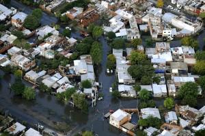 Inundaciones, juicio político y guerra de declaraciones