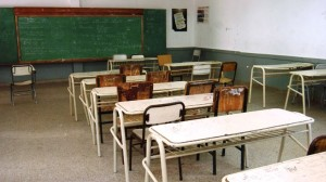Vidal se planta pero no corta el diálogo con los docentes