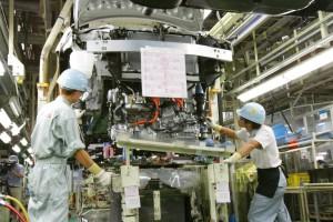 Toyota ya reemplaza robots por humanos