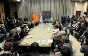 Scioli firmó acuerdos con empresarios para conservar puestos de trabajos