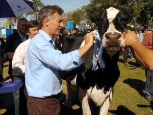 Macri le apuntó al esquema productivo de la Provincia y reiteró la promesa de eliminar retenciones