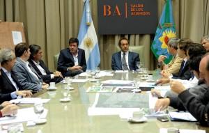 Scioli buscó bajar el tono a la polémica y se reunió con intendentes de municipios afectados por el temporal