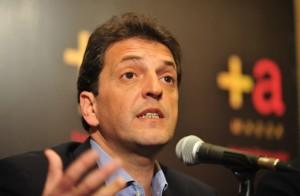 Para diferenciarse de Macri, Massa pide por el IPC Congreso
