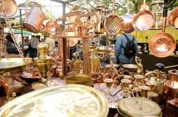"""Miles de turistas de todo el mundo visitan el """"cambalache"""" de San Telmo"""