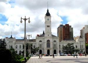 La Plata recorta 30% de cargos políticos y aumenta la tasa SUM 24%