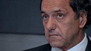 Con las finanzas provinciales bajo la lupa, Scioli aseguró haber reducido el déficit