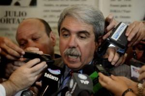 Como si estuviera en campaña, Aníbal le sigue pegando a Vidal