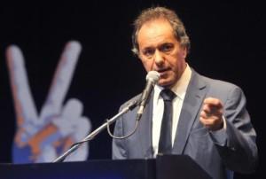 Scioli volvió a mostrarse como prenda de unidad del peronismo