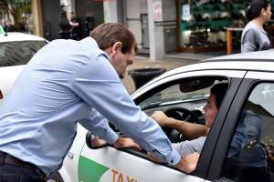 Acuerdo: Garro rechaza Uber y los taxistas aceptan el protocolo antipiquete