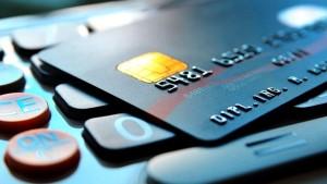 Recomiendan rechazar las tarjetas de crédito no solicitadas