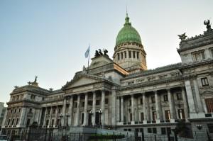 Deuda: oficialismo busca cooperación y oposición objeta las medidas