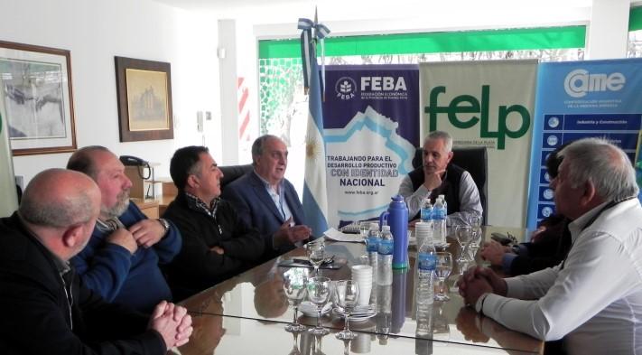 En encuentro entre gremialistas y empresarios en la sede de la FELP.