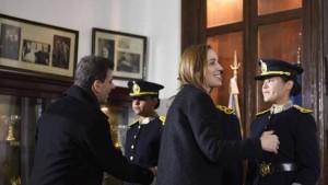 Conmoción y desplazos por policías que revisaron las oficinas de Vidal