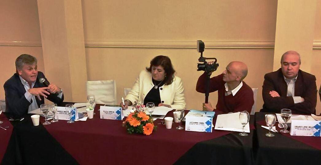 El titular de la Defensoría del Pueblo de la provincia de Buenos Aires, Marcelo Honores, habla ante los ombudsman de todo el país.