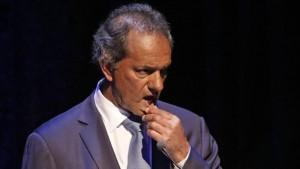 """Scioli: investigan """"pasajeros mellizos"""" en vuelos oficiales"""