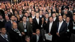 """Macri reunió a 2000 intendentes y les prometió una """"época de expansión y desarrollo"""""""