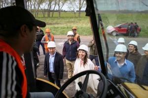 Vidal y Marcos Peña recorrieron las obras de repavimentación de la ruta 88