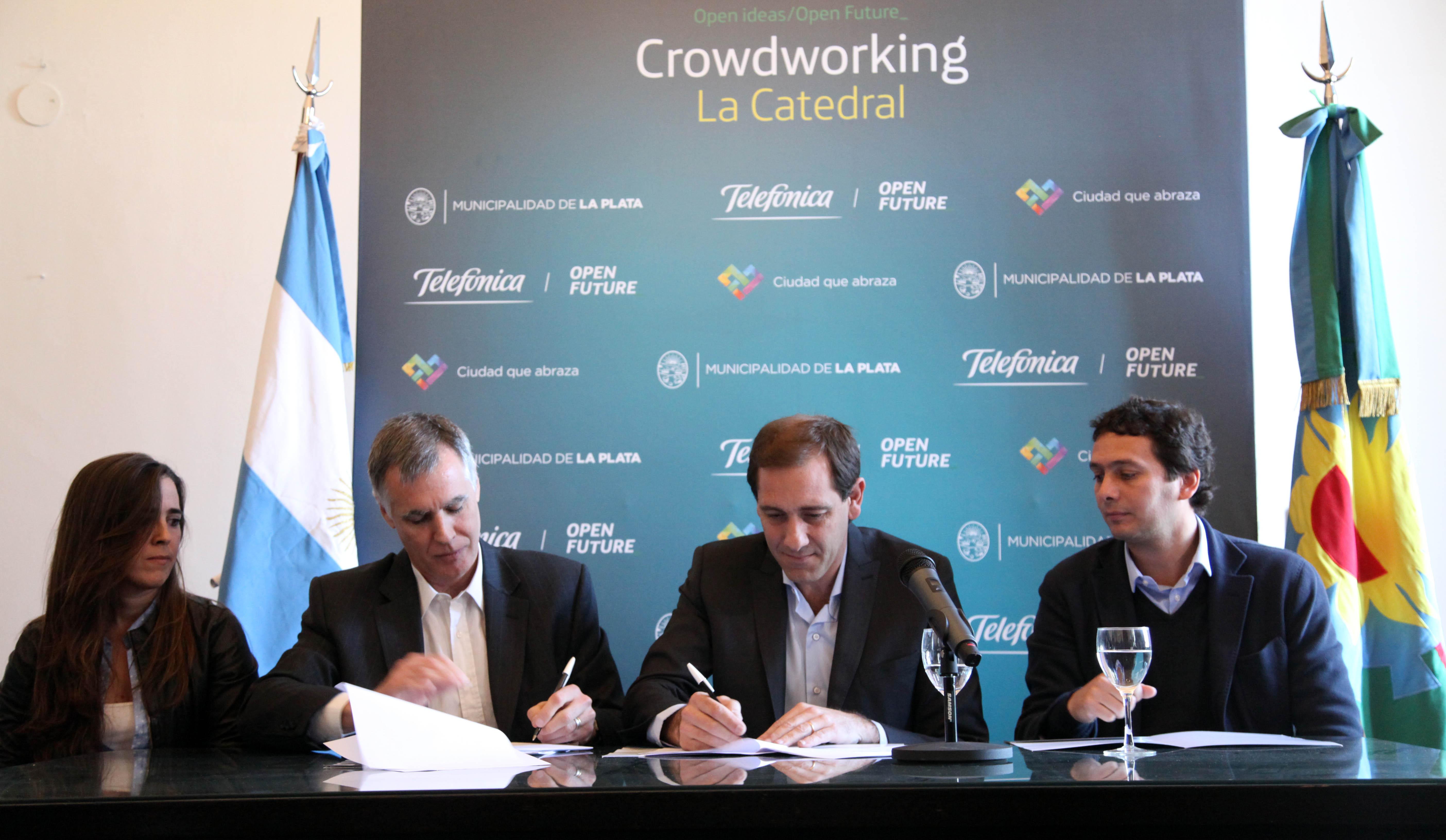 firma-convenio-municipalidad-y-telefonica-1