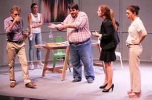 Empresarios teatrales promueven espectáculos con entradas a $100