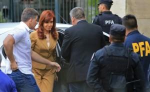 Cristina pasó por Tribunales por la causa del dólar futuro