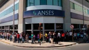 Llueven las críticas a Macri por el recorte al aumento de jubilaciones