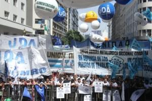 Con críticas al Gobierno, la CGT marchó y confirmó un paro nacional