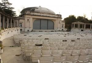 El massismo platense exige información sobre las obras en el Teatro del Lago