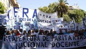 La convocatoria a paritaria nacional reaviva el conflicto docente