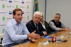 """Garro resaltó el acueducto que """"llevará agua potable a más de 100 mil platenses"""""""