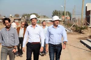 Garro recorrió las obras con las que reubicarán a las familias que vivían a la vera del Arroyo El Gato