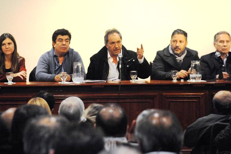 Ciudad Autónoma.19/06/2017- Daniel Scioli participó esta noche del encuentro entre intendentes, legisladores y representantes locales del peronismo de la provincia de Buenos Aires que adhieren al frente Unidad Ciudadana.