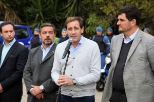 Con la seguridad en el centro de la campaña, Garro y Burzaco presentaron nuevos patrulleros