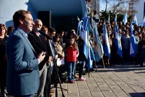 Garro encabezó un acto de promesa a la bandera ante 800 chicos