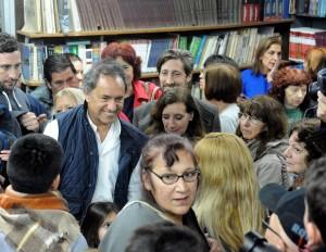 Scioli estuvo en San Martín y le pegó al gobierno por las tarifas