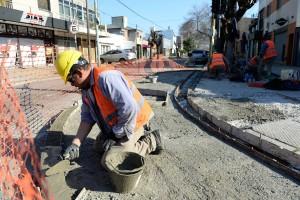 El Municipio sigue con las obras de remodelación del centro comercial de Los Hornos