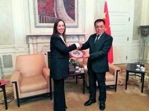 Educación y deportes, los primeros round de Vidal en China