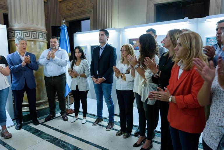 El presidente de la Cámara de Diputados, Manuel Mosca, encabeza el acto de entrega de los premios María Elena Walsh.