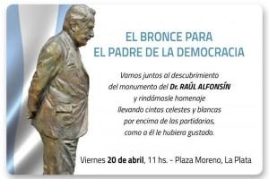 Levantan un monumento a Raúl Alfonsín en la Plaza Moreno