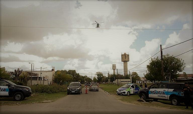 Operativo policial en La Plata 1