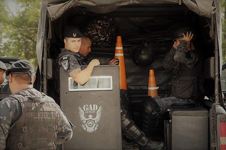 Operativo policial en La Plata 2