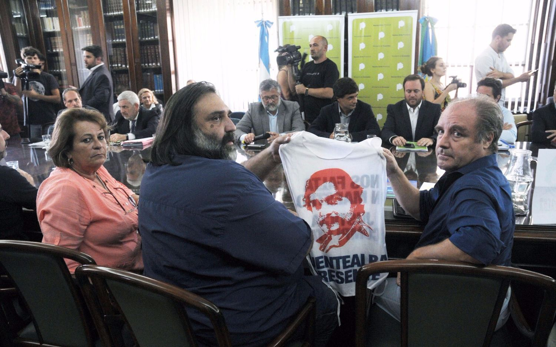 Mirta Petrocini (FEB), Roberto Baradel (Suteba) y Miguel Díaz (Udocba), en la mesa paritaria. Otra vez millones de chicos bonaerenses estarán sin clases.