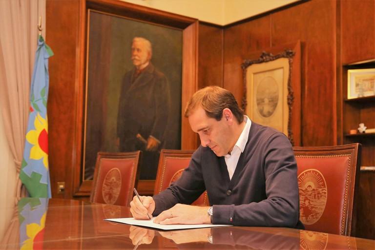Julio Garro firma