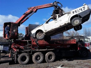La Comuna platense removió y compactó 600 autos abandonados