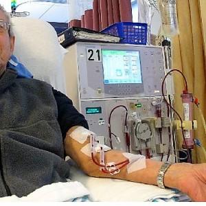 Honores busca destrabar corte de cobertura de tratamientos de diálisis