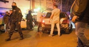 Megaoperativo nocturno: clausuras, persecución, tiroteo y detenciones