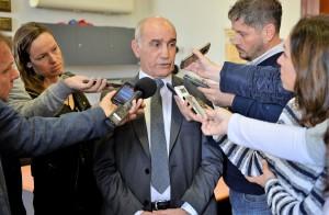 Vidal lanza medidas para enfrentar la crisis económica