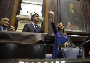 Vidal apuntó a los gremios docentes y anunció obras por u$s6.300 M