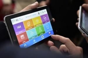 Inclusión digital: entregarán 6 mil tablets a jubilados de La Plata